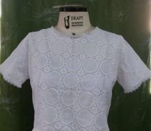 Blusa cropped em lesie branca